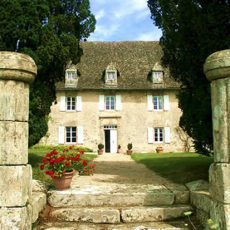 FRONT-OF-CHATEAU-1.jpg